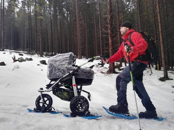 Jindra Sýkora při vedení sněžnicové akce